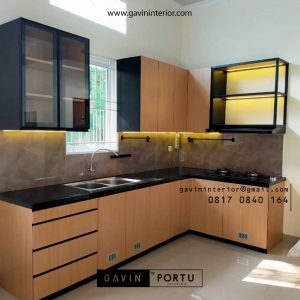 Jasa Kitchen Set Minimalis Motif Kayu & Black Project Royal Palm Taman Surya Cengkareng Id4517PT
